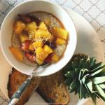 Ma recette de gruau à l'érable, fruits grillés et noix de coco