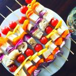 BBQ – Brochettes légumes, mangue et fromage Dorémi