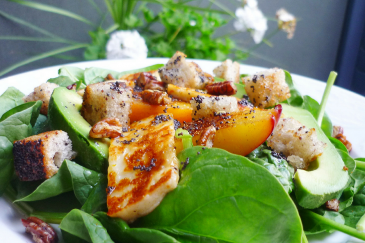 salade épinard, croutons, fruits grillées