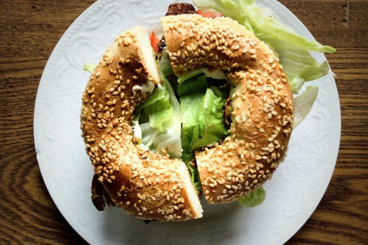 bagel au sesame en sandwich